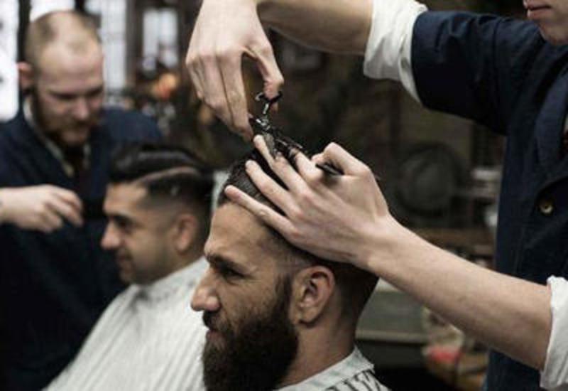 В Азербайджане разрешили работать парикмахерским и салонам красоты