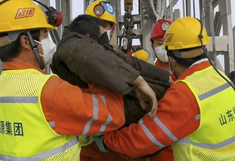 В Китае спустя 2 недели спасли часть шахтеров