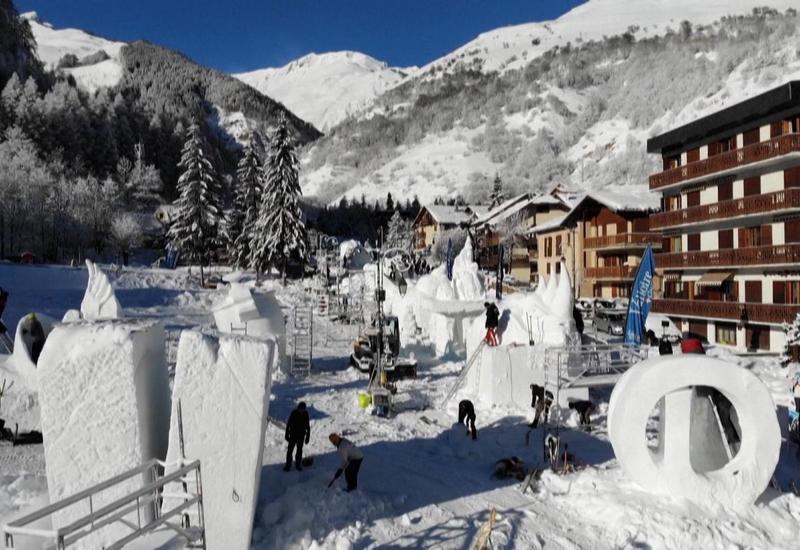 Конкурс снежных скульптур прошел во Франции