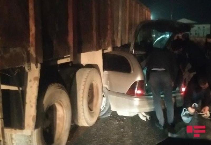 В Абшеронском районе Mercedes попал под «КамАЗ»