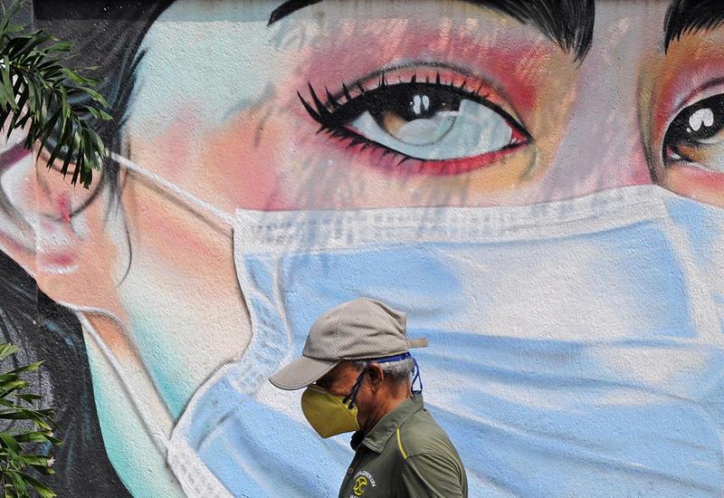 Американский инфекционист посоветовал надевать сразу две маски