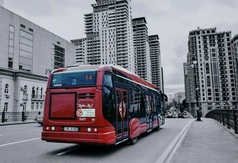 Автобусы в Баку опаздывают из-за водителей, ездящих по спецполосам