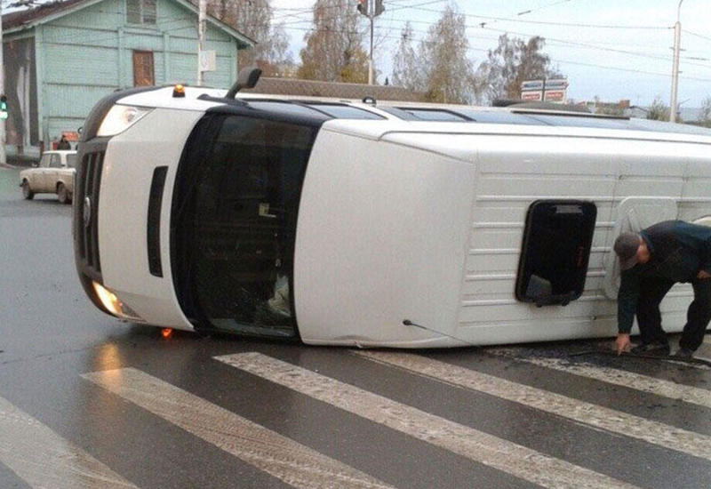 В Японии школьный автобус попал в ДТП