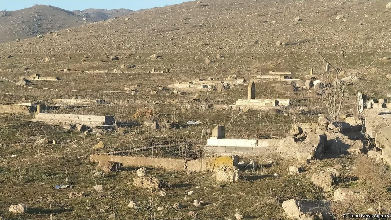 Армяне разрушили кладбище в селе Сарай Губадлинского района
