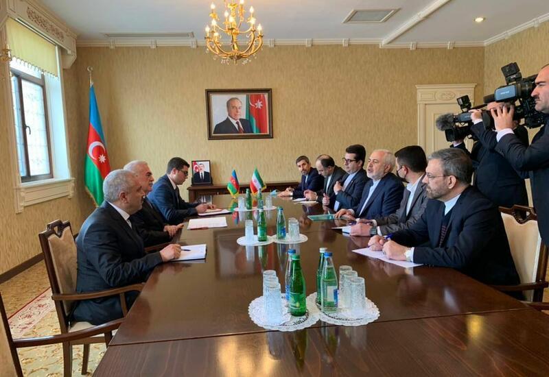 Васиф Талыбов на переговорах с Джавадом Зарифом