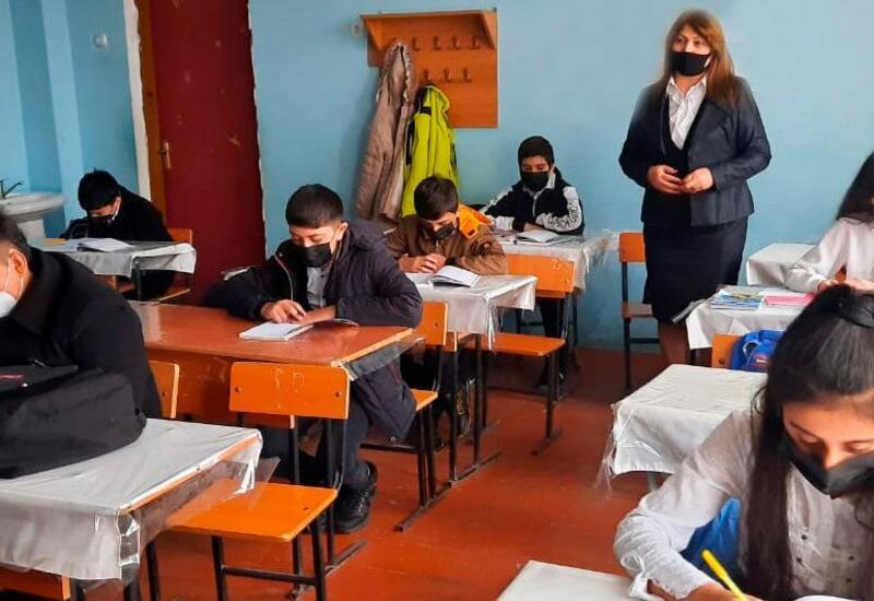 В Азербайджане началась вакцинация работников образования