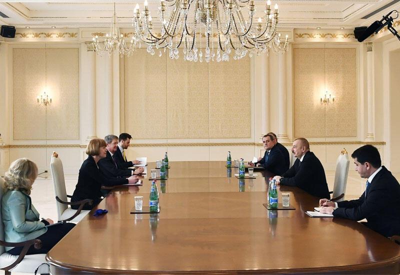 Президент Ильхам Алиев принял государственного министра Великобритании по делам европейского соседства и Америки