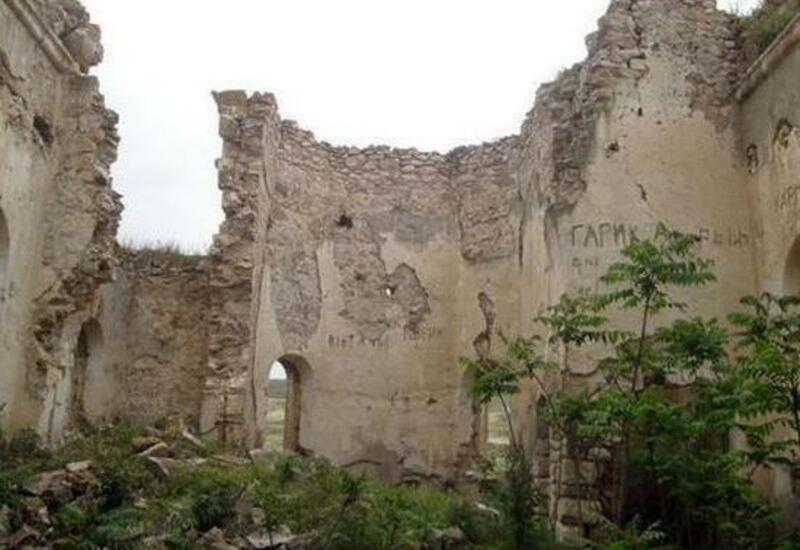 Армяне уничтожили русские церкви в Карабахе и установили памятник нацистскому преступнику