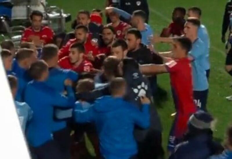 Российские футболисты устроили массовую драку в Турции