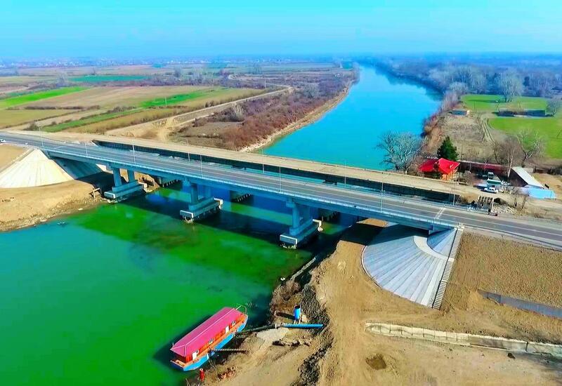 В Азербайджане построен новый автомобильный мост через Куру