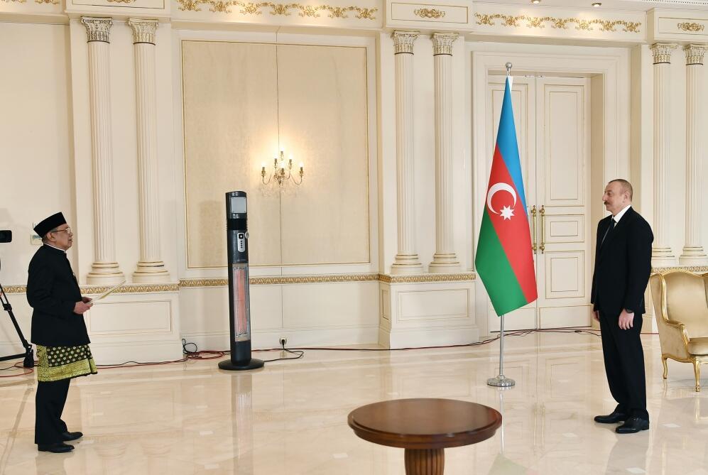 Президент Ильхам Алиев принял верительные грамоты новоназначенного посла Индонезии в Азербайджане