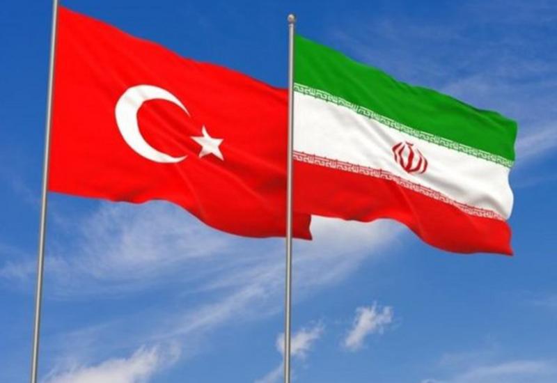 Иран и Турция могут отменить требование о наличии загранпаспортов во время взаимных визитов граждан