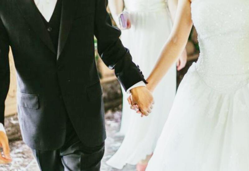 В Азербайджане обсуждают разрешение проведения свадеб