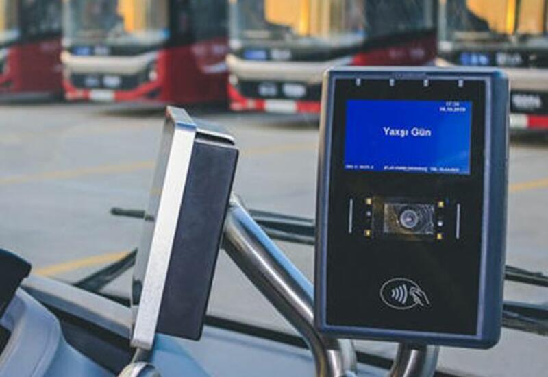 Еще один бакинский автобус переходит на карточную систему оплаты