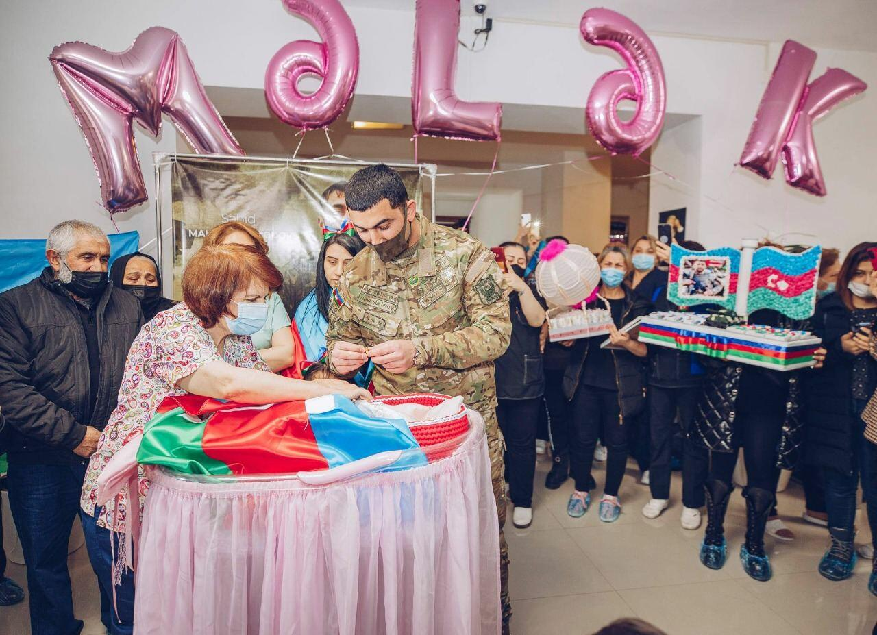 На имя новорожденного ребенка еще одного шехида будет открыт счет на 5000 манатов