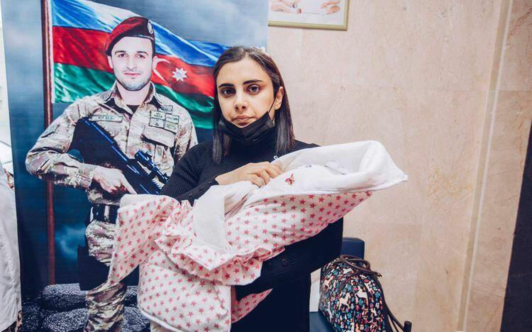 Для новорожденных детей еще двух шехидов открыты счета на 5000 AZN
