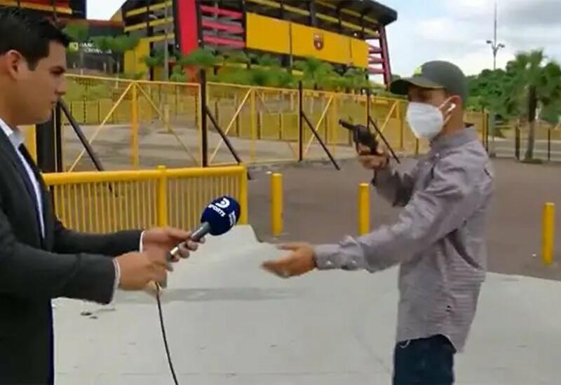 Съемочную группу ограбили во время прямого эфира в Эквадоре