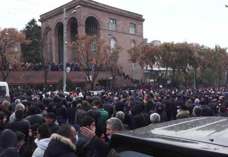 В Армении проходит шествие с требованием об отставке Пашиняна