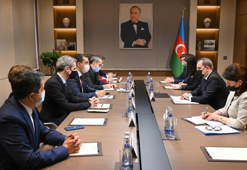 Глава МИД Азербайджана встретился с членами Национальной ассамблеи Франции