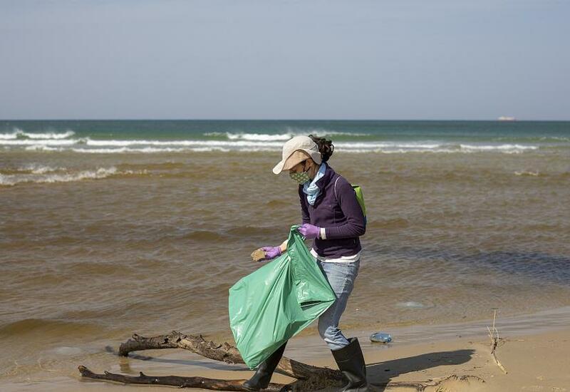Израиль: добровольцы спасают побережье от загрязнения