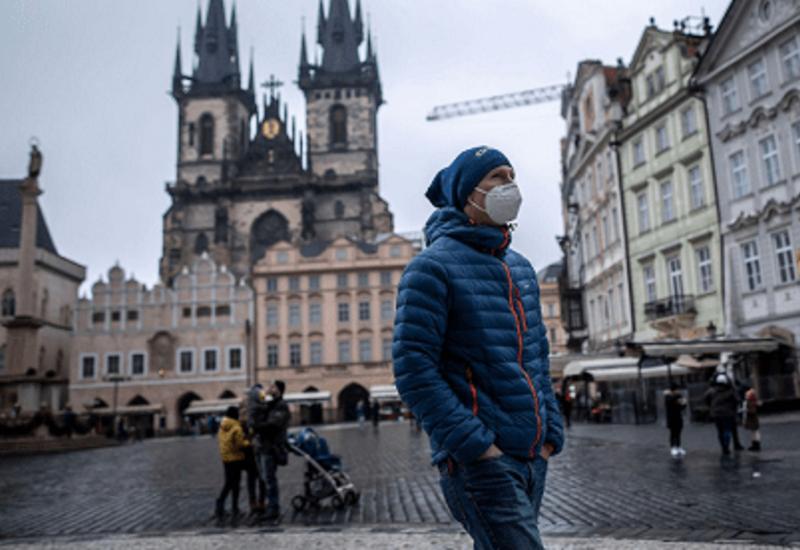 Жителей Чехии обяжут носить респираторы в общественных местах