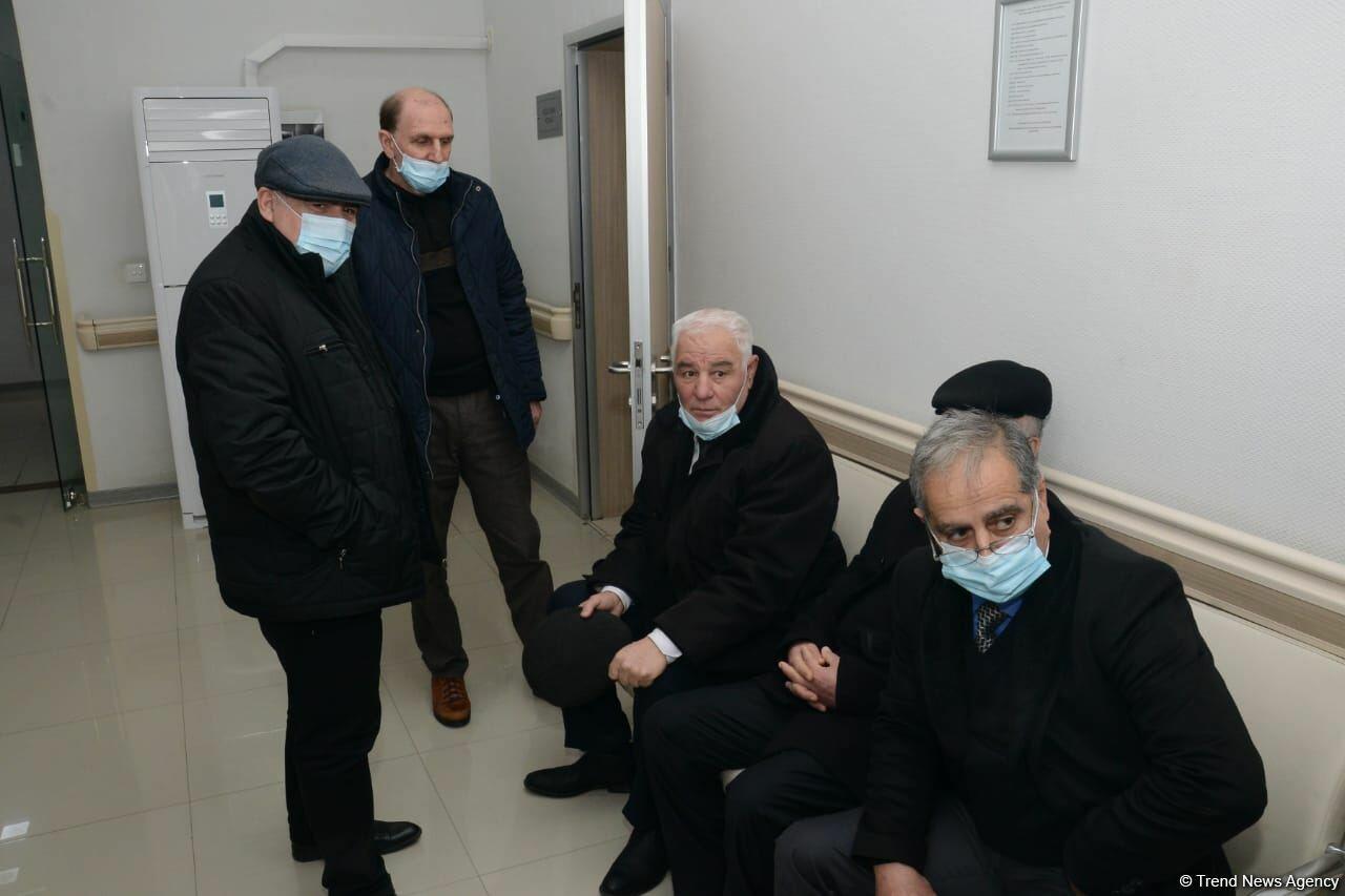 Представители политпартий Азербайджана проходят вакцинацию