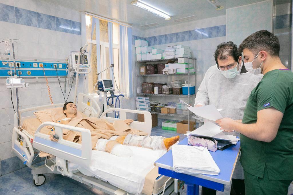 Турецкие врачи обследуют азербайджанских военнослужащих, получивших тяжелые ранения в Отечественной войне
