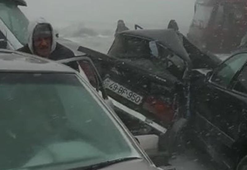 В ДТП в Гарадаге один человек погиб, четверо получили травмы