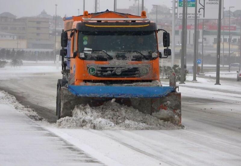 Какова ситуация на дорогах Азербайджана в связи с погодными условиями?