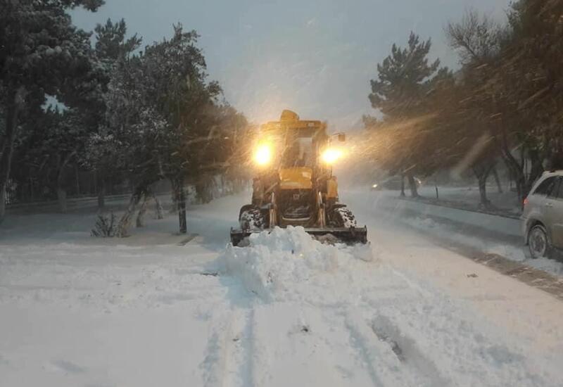 Снег парализовал автодвижение в Сумгайыте