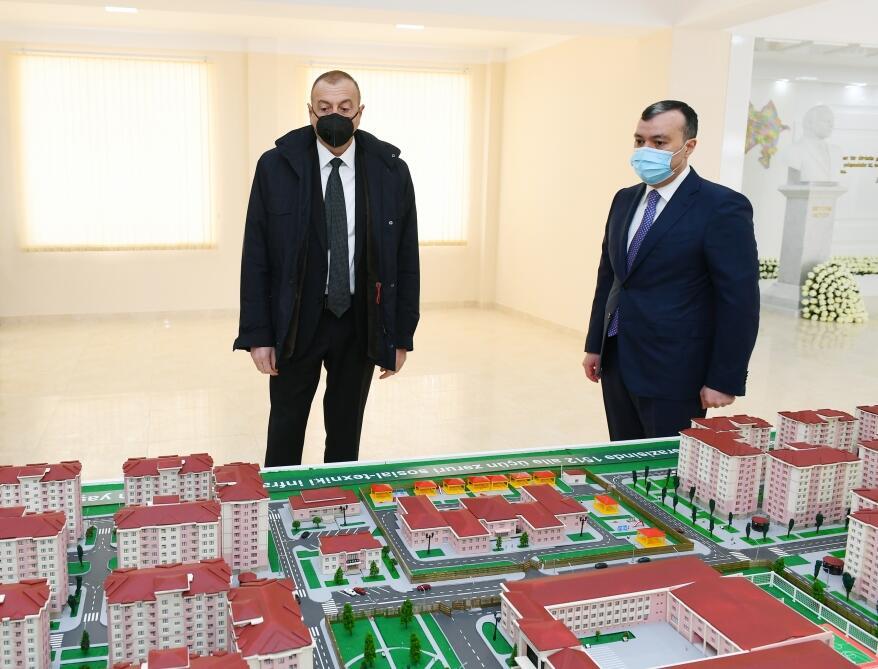 Президент Ильхам Алиев принял участие в церемонии предоставления квартир семьям шехидов и инвалидам войны в бакинском поселке Рамана