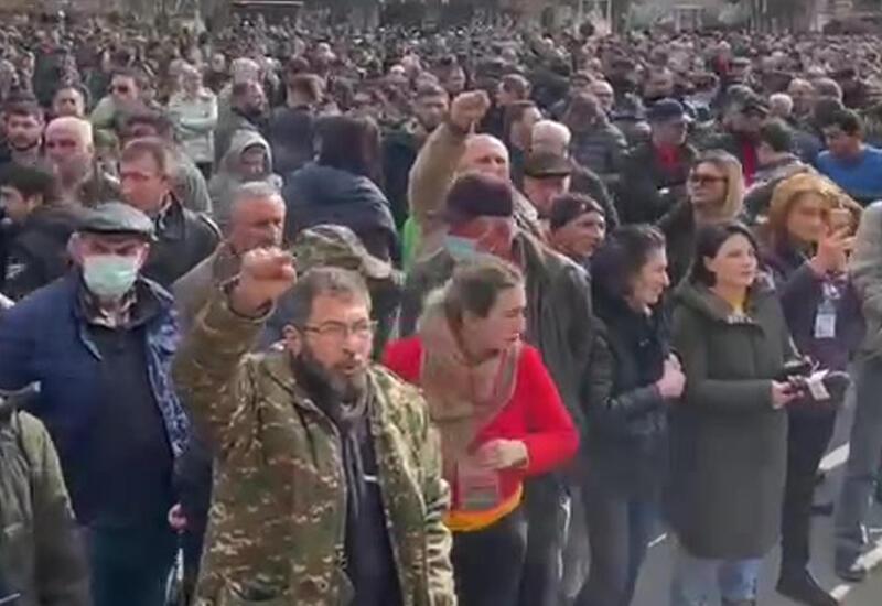 На площади Свободы в Ереване начался митинг противников Пашиняна
