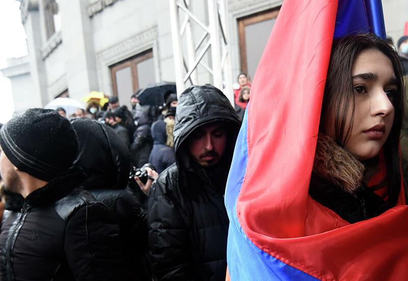 На Пашиняна пошли военные