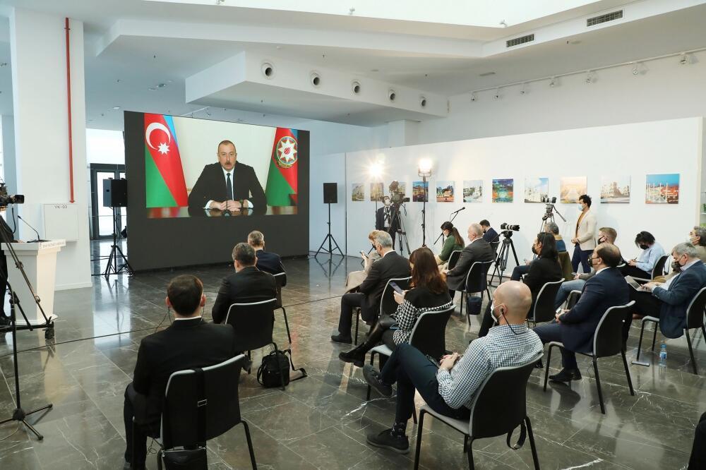 Президент Ильхам Алиев провел пресс-конференцию для представителей местных и зарубежных СМИ