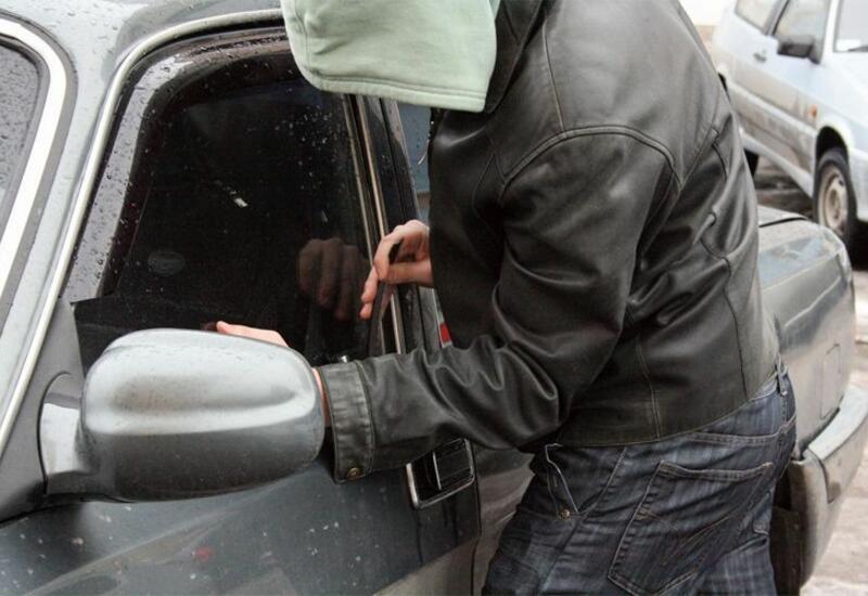 В Хачмазе из автомобиля украли 25 тыс. манатов