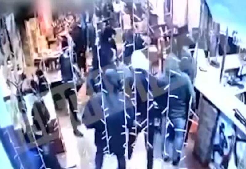 Камера сняла смертельный конфликт со стрельбой в кафе под Петербургом