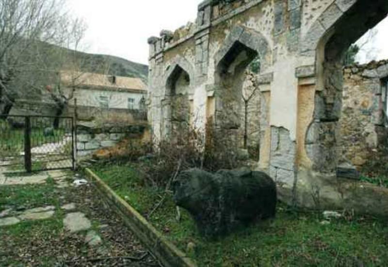 Армения разрушила исторические памятники в Карабахе, почему мировое сообщество молчит?