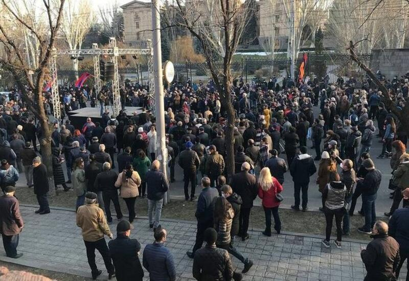 Оппозиция снова проводит шествие в центре Еревана
