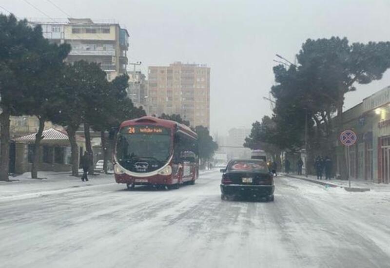 Расчистка бакинских дорог от снега велась по графику