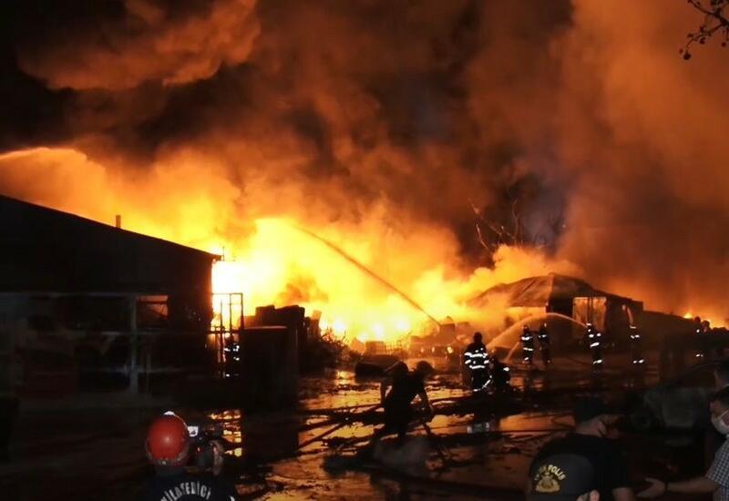 В известном базаре в Баку произошел пожар