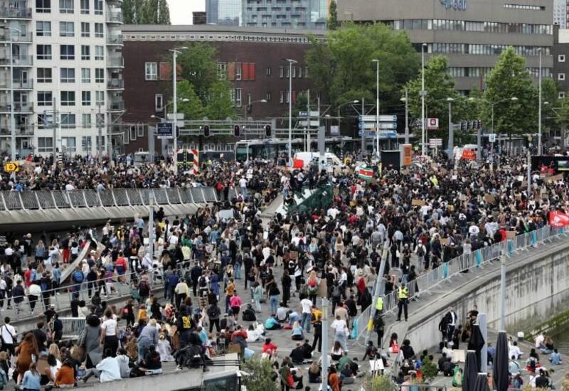 В Нидерландах начали арестовывать протестующих