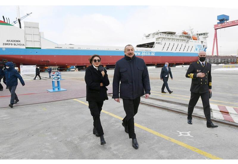 Президент Ильхам Алиев и Первая леди Мехрибан Алиева приняли участие в церемониях спуска на воду судна-парома типа Ro-Pax «Академик Зарифа Алиева» и сдачи в эксплуатацию судна-парома «Азербайджан» аналогичного назначения