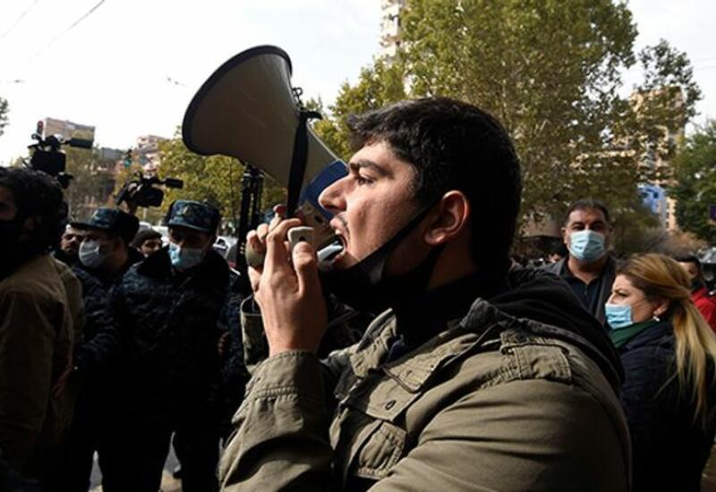 Оппозиционеры ворвались в здание центрального муниципального района Еревана
