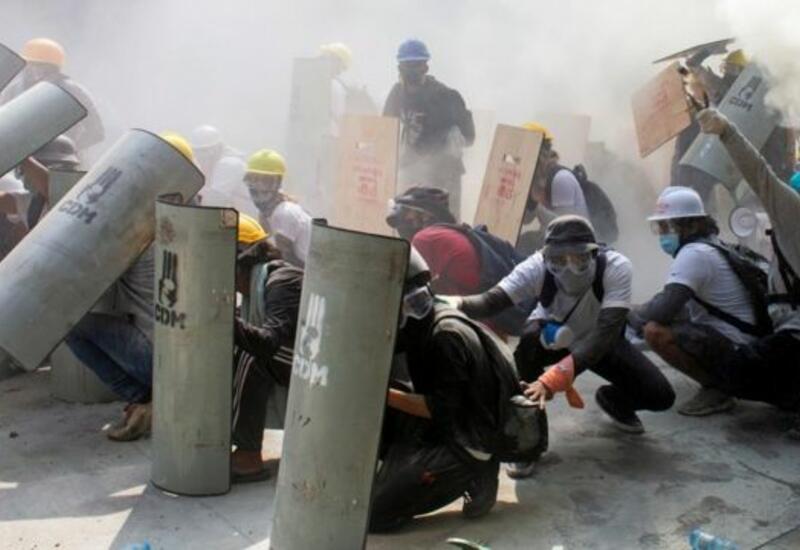 Насилие против участников мирных акций протеста в Мьянме