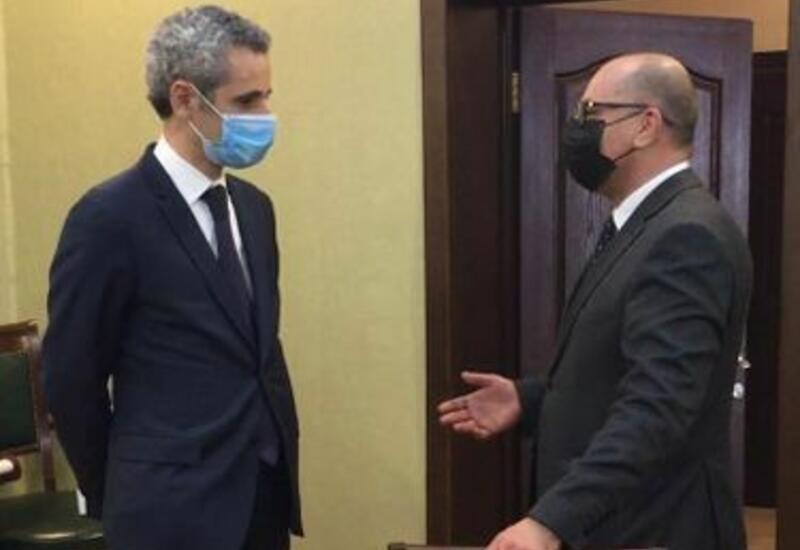 Посол Франции на переговорах с главой Агентства по разминированию