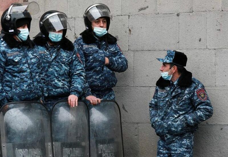Крупные силы полиции стянуты к зданию парламента в Ереване