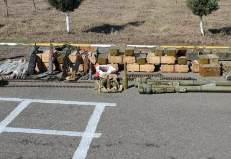 В Физули обнаружены брошенные противником военная техника и боеприпасы