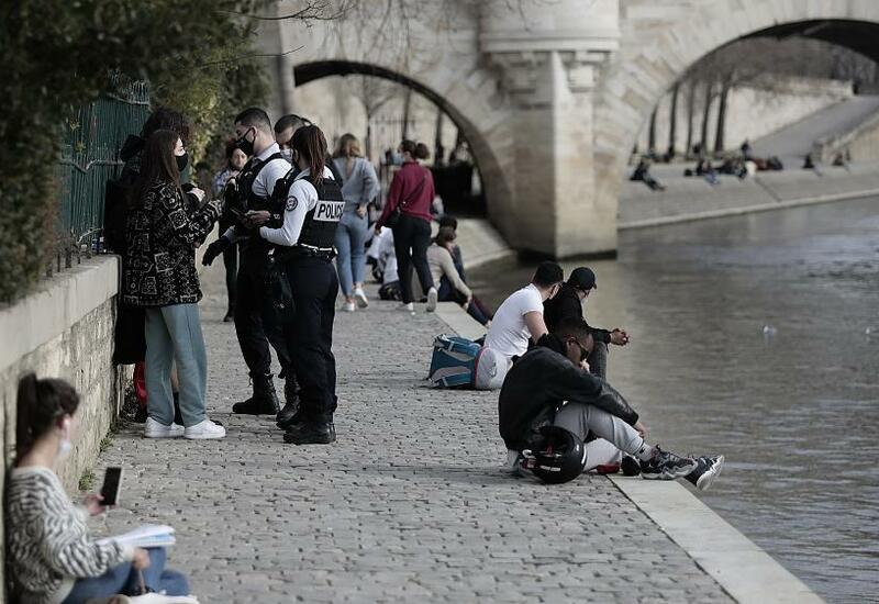 """Германия вновь продила карантин, Париж под """"особым надзором"""""""