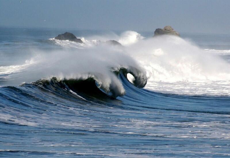Высота волн на Каспии достигнет 7,5 метра