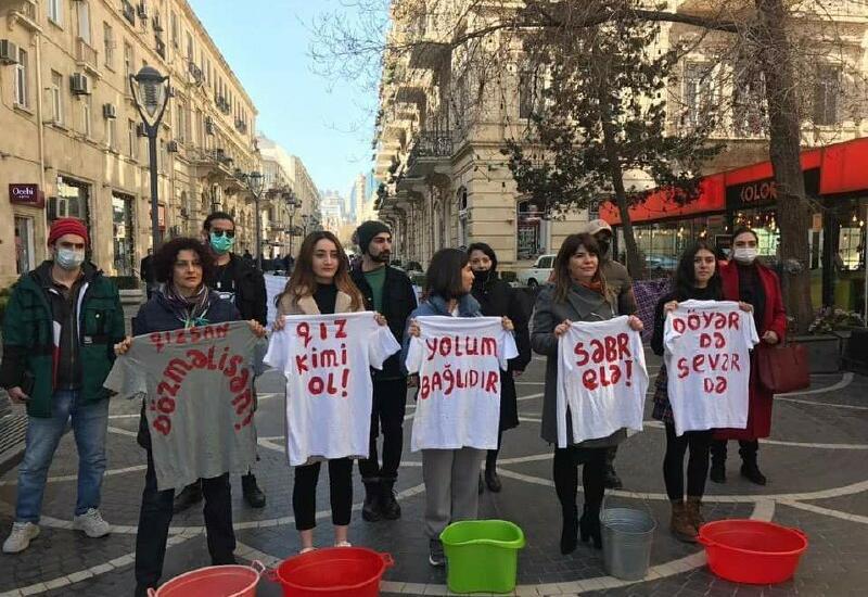 Феминистки в Баку показали перформанс